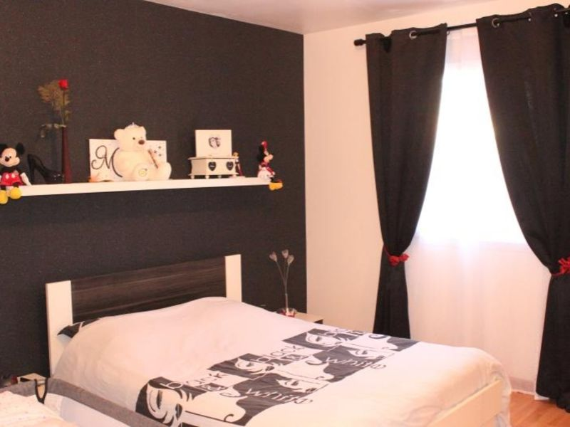 Sale house / villa Montceaux les provins 183000€ - Picture 6