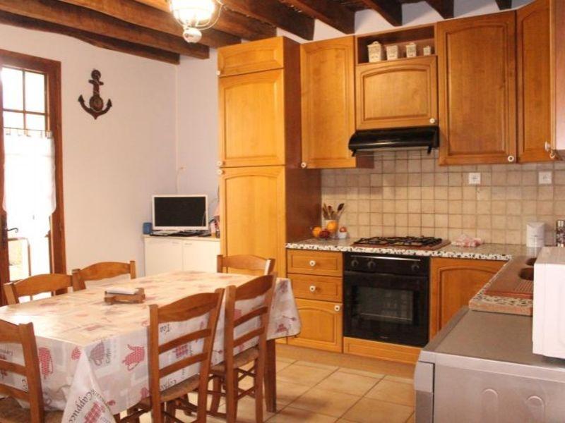 Sale house / villa Doue 240000€ - Picture 4