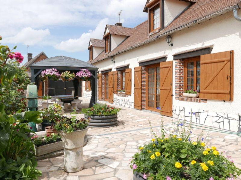 Sale house / villa Nogent le roi 233200€ - Picture 1
