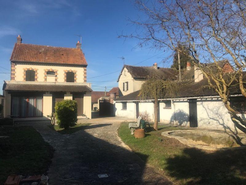 Sale house / villa Nogent le roi 242750€ - Picture 1