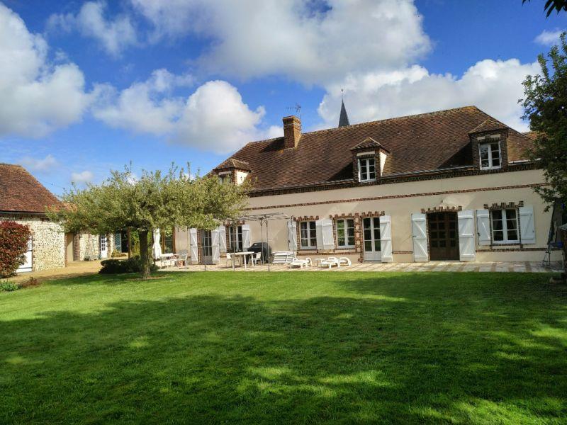 Sale house / villa Courville sur eure 383250€ - Picture 1