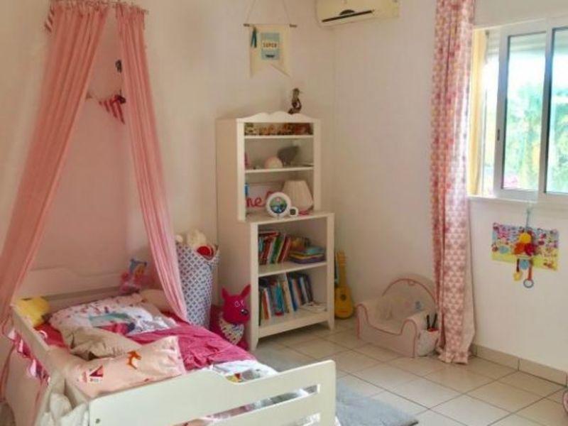 Sale house / villa Les avirons 385000€ - Picture 5