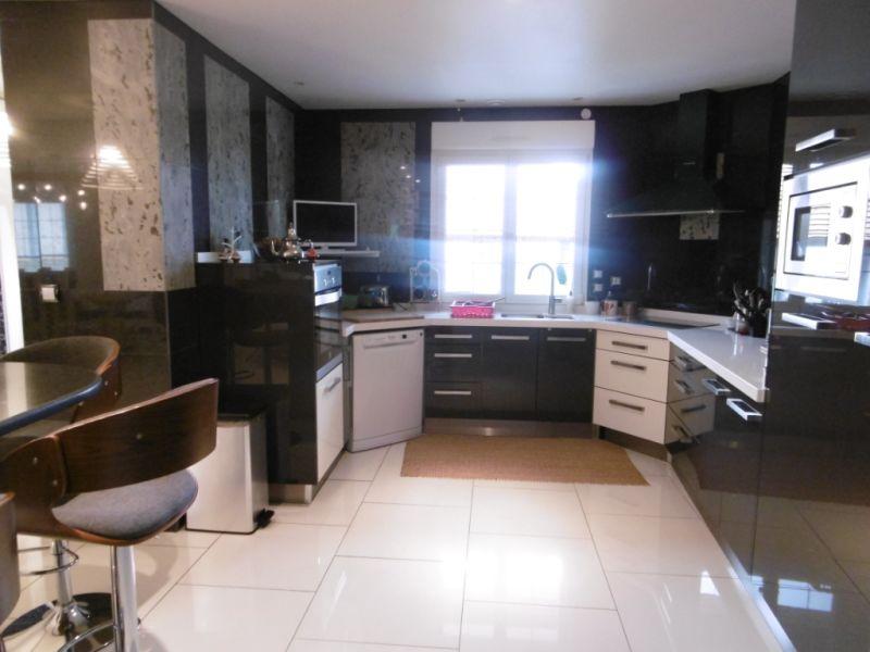 Sale house / villa Yvre l eveque 587600€ - Picture 2