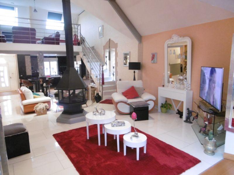 Sale house / villa Yvre l eveque 587600€ - Picture 8