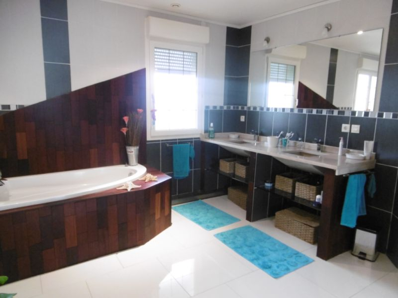 Sale house / villa Yvre l eveque 587600€ - Picture 12
