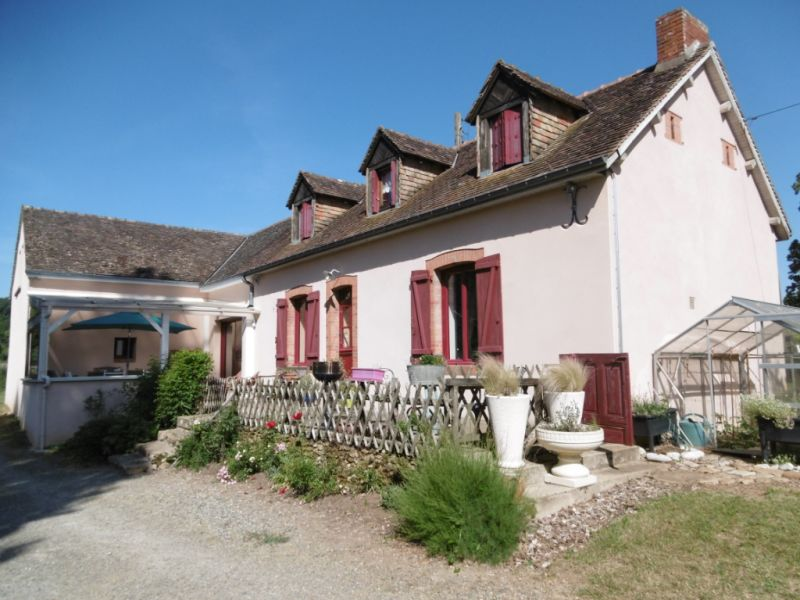 Sale house / villa Yvre l eveque 343200€ - Picture 1