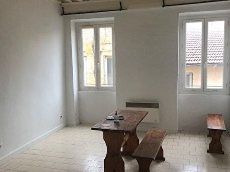 Rental apartment Neuville sur saone 300€ CC - Picture 1