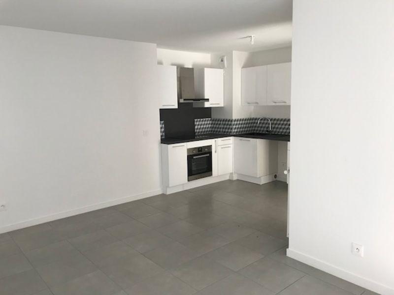 Rental apartment Villeurbanne 860€ CC - Picture 1