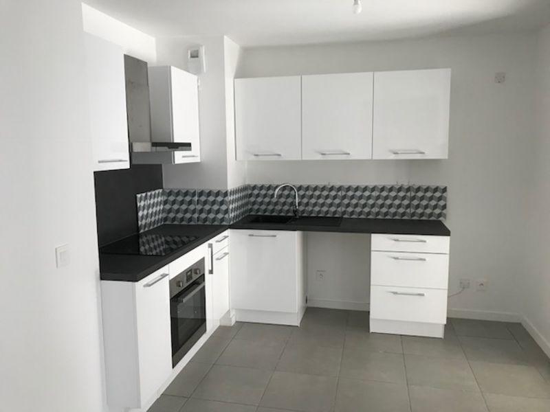 Rental apartment Villeurbanne 860€ CC - Picture 2