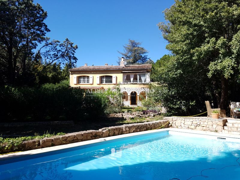 Sale house / villa Plan de l tour 735000€ - Picture 1