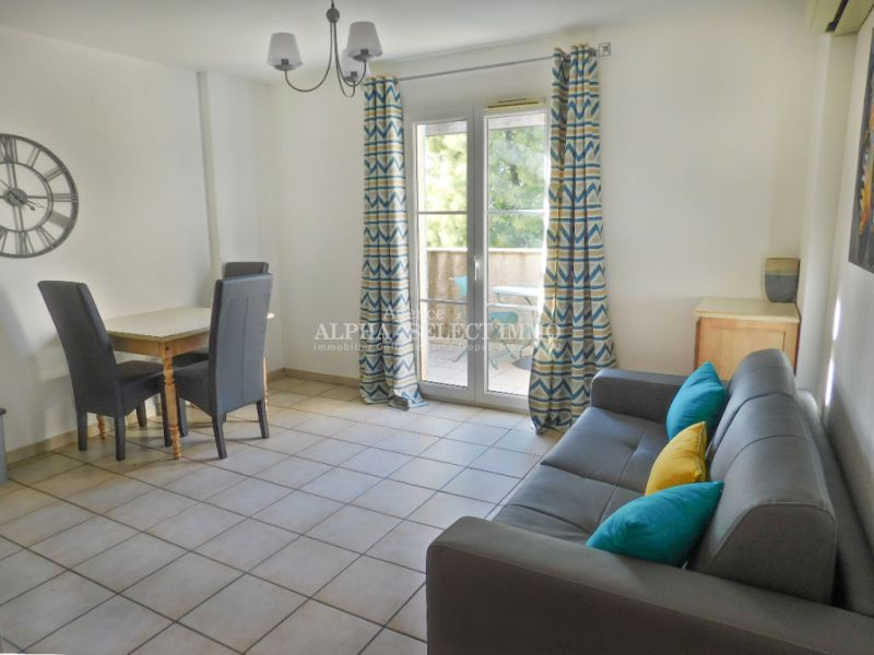 Sale apartment Grimaud 158 000€ - Picture 1