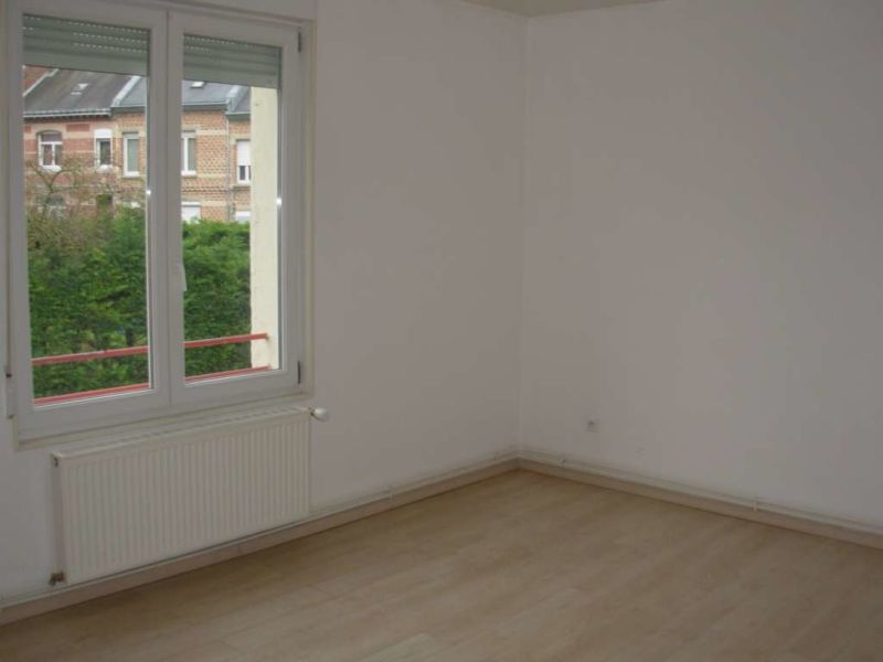 Location appartement Saint quentin 407€ CC - Photo 3