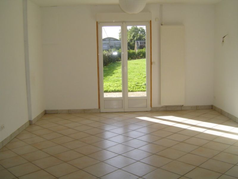 Location maison / villa Essigny le petit 768€ CC - Photo 3