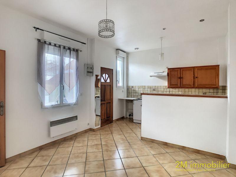 Rental apartment Vaux le penil 595€ CC - Picture 1