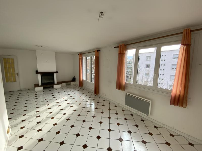 Sale apartment Meylan 220 000€ - Picture 1