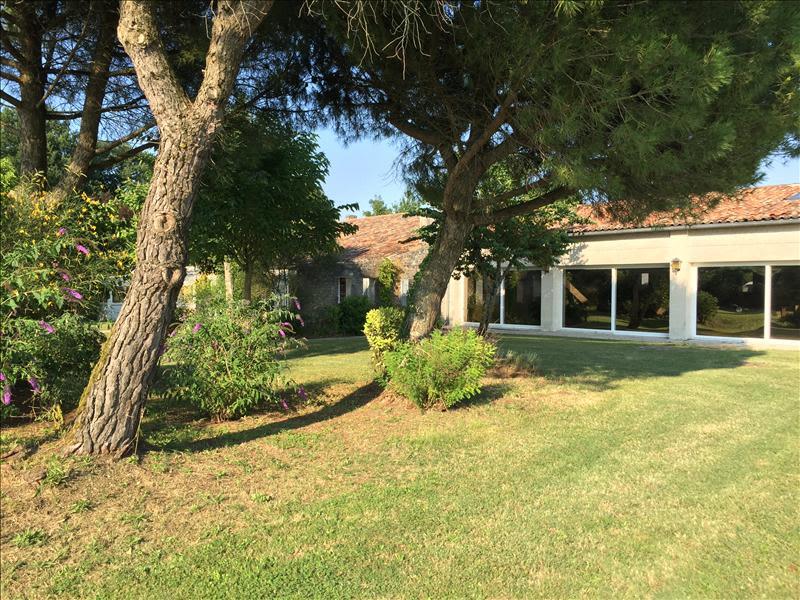 Sale house / villa Grezac 451500€ - Picture 6