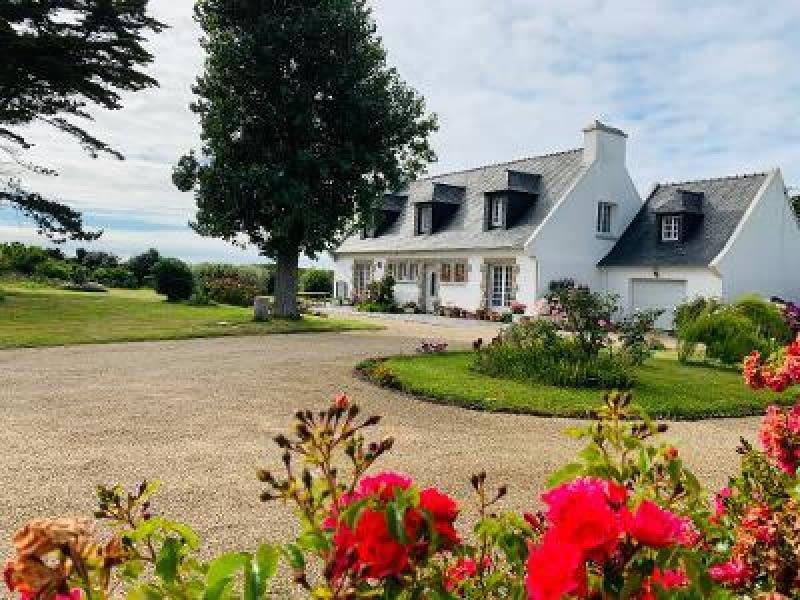Sale house / villa Plouguerneau 302000€ - Picture 1