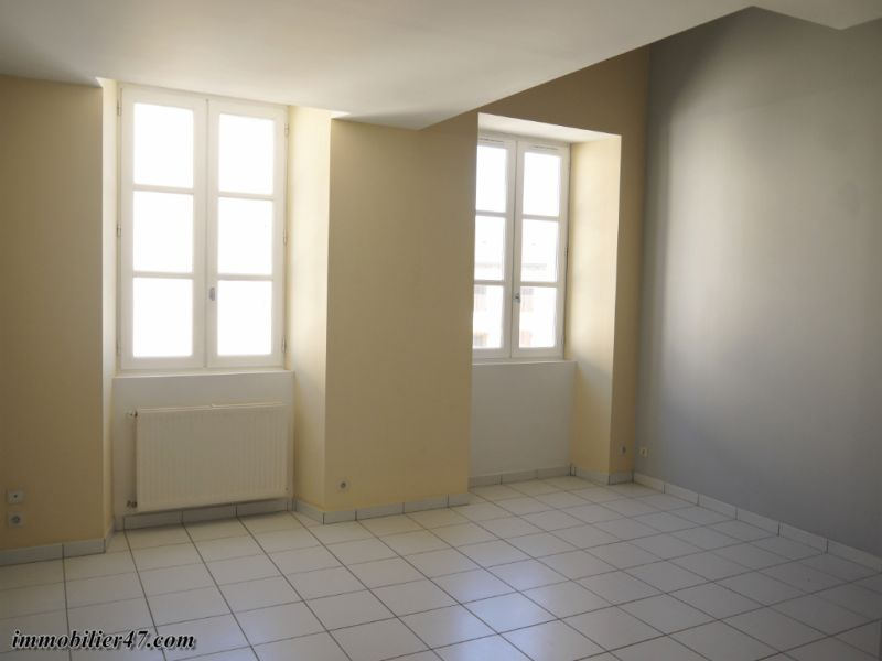 Verhuren  appartement Montpezat 300€ CC - Foto 3