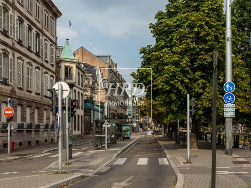 Sale office Strasbourg 896 750€ - Picture 1