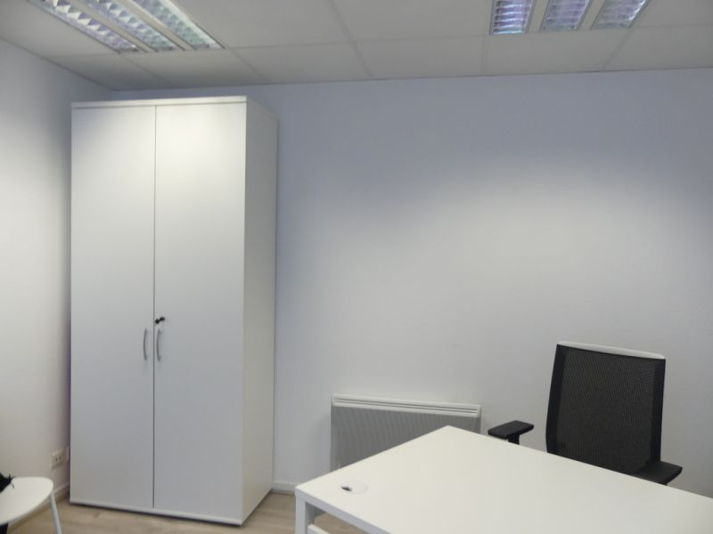 Rental empty room/storage Pont l abbe 756,24€ HC - Picture 1
