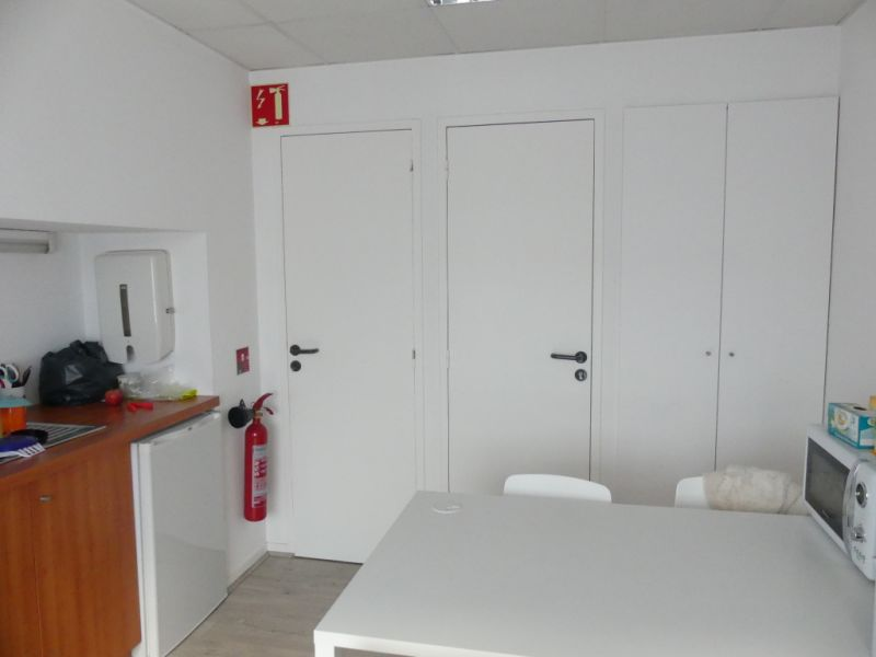 Rental empty room/storage Pont l abbe 756,24€ HC - Picture 2