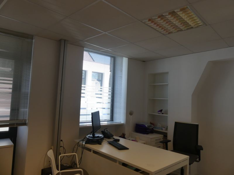 Rental empty room/storage Pont l abbe 756,24€ HC - Picture 4