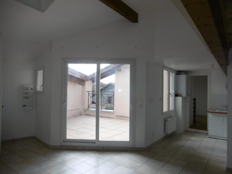 Location maison / villa Bully 910€ CC - Photo 1
