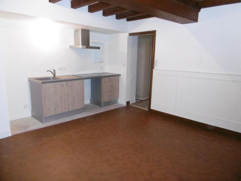 Location maison / villa Bully 850€ CC - Photo 3