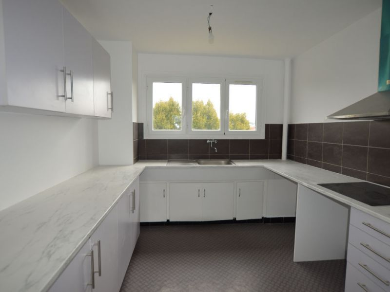 Sale apartment Petit couronne 77 000€ - Picture 3