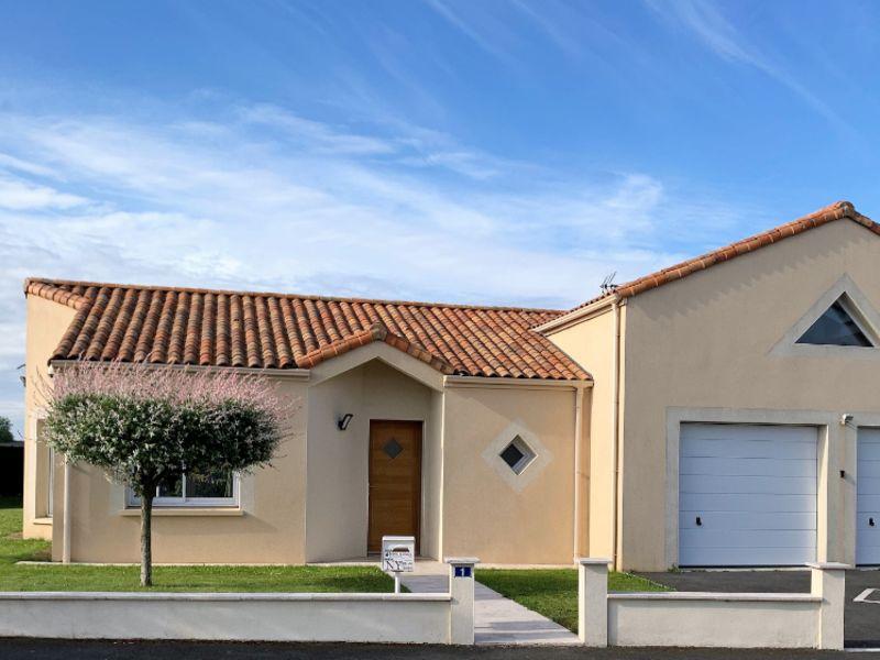 Maison plain pied  134 m2, 4 chambres  5MN ST MACAIRE EN MAUGES