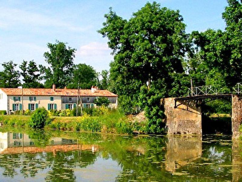 Sale house / villa Saint hilaire la palud 525000€ - Picture 2