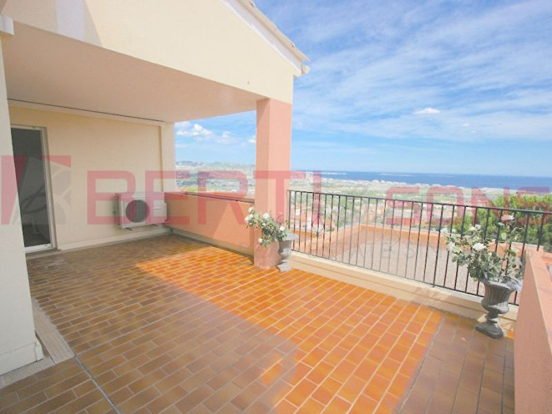 Sale apartment Mandelieu la napoule 650 000€ - Picture 1