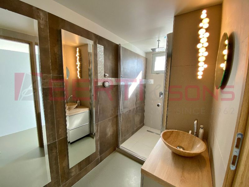 Sale house / villa Mandelieu la napoule 750000€ - Picture 5