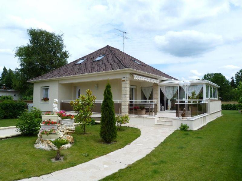 Sale house / villa Fontaine le port 468000€ - Picture 1