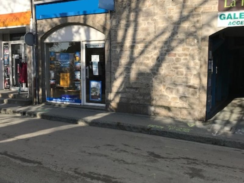 Location local commercial Pont l abbe 800€ HC - Photo 1