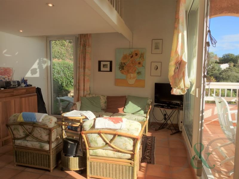 Deluxe sale apartment Rayol canadel sur mer 364000€ - Picture 2