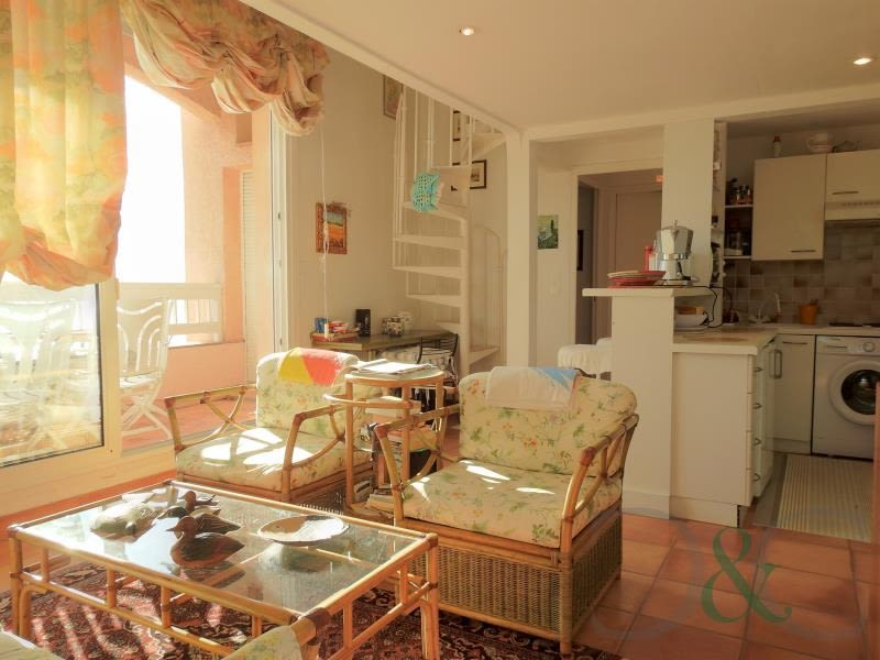 Deluxe sale apartment Rayol canadel sur mer 364000€ - Picture 4