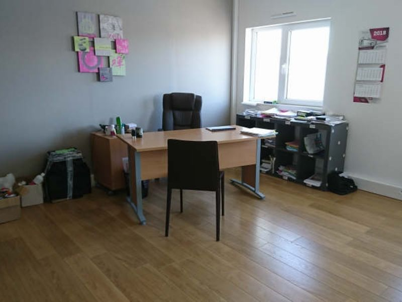Location local commercial Beaurains 3 500€ HC - Photo 3