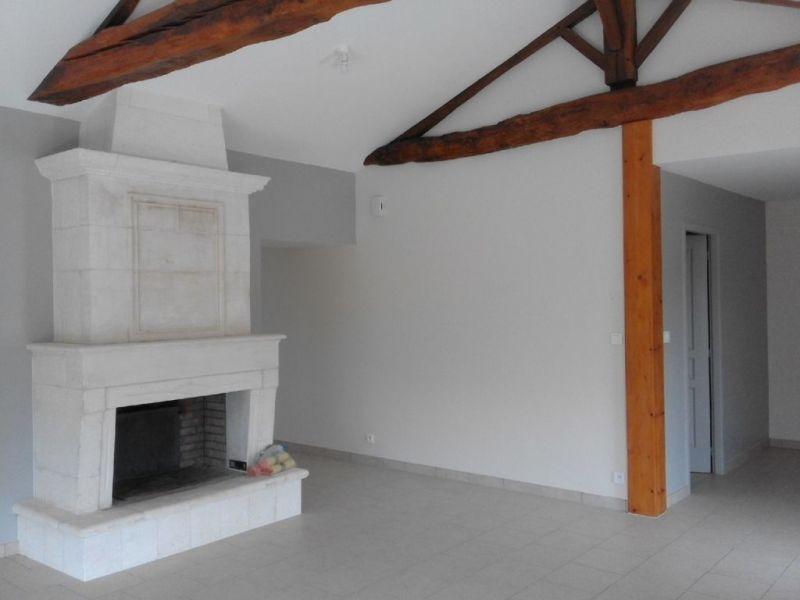Location maison / villa Montchaude 830€ CC - Photo 3