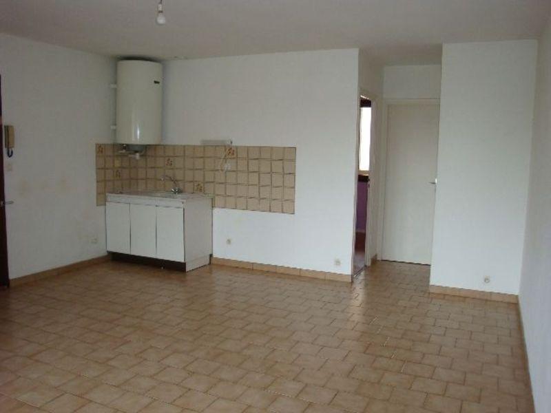 Rental apartment Genas 693€ CC - Picture 2