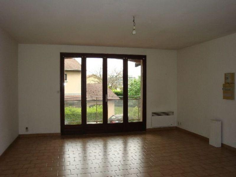 Rental apartment Genas 693€ CC - Picture 3