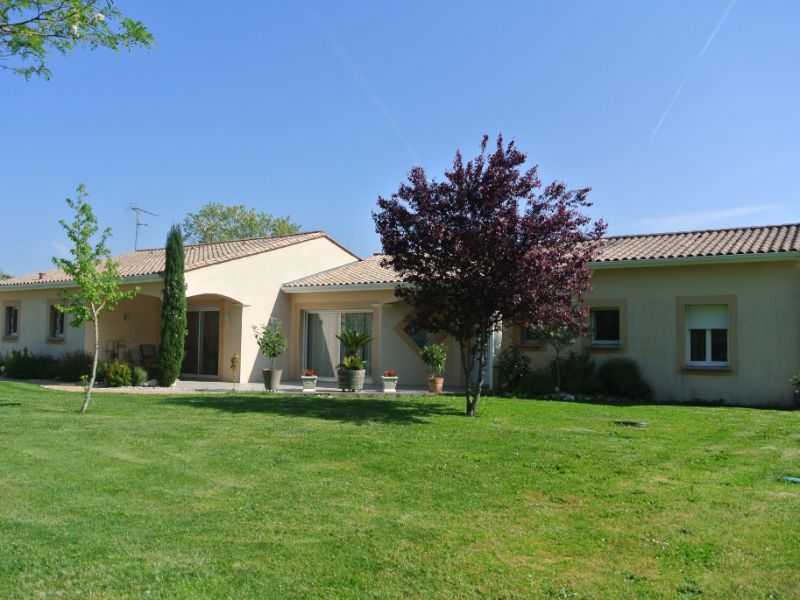 Vente maison / villa Jonzac 488000€ - Photo 1