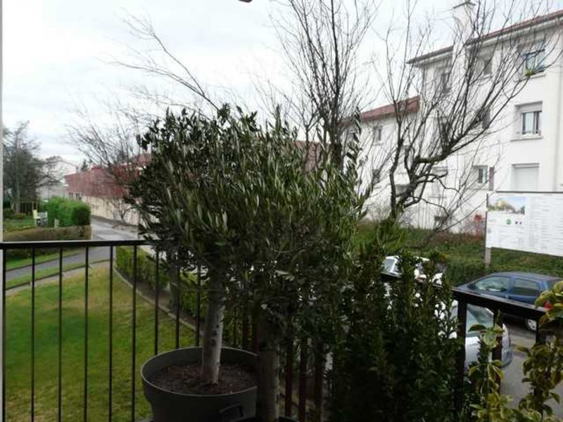 Vente appartement Saint-genest-lerpt 109000€ - Photo 1
