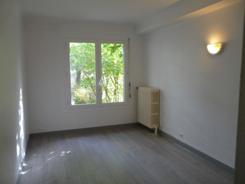 Location appartement Roche-la-moliere 380€ CC - Photo 4