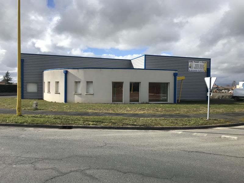 LOCAUX PROFESSIONNELS LA CHAPELLE DU GENET - 470 m2