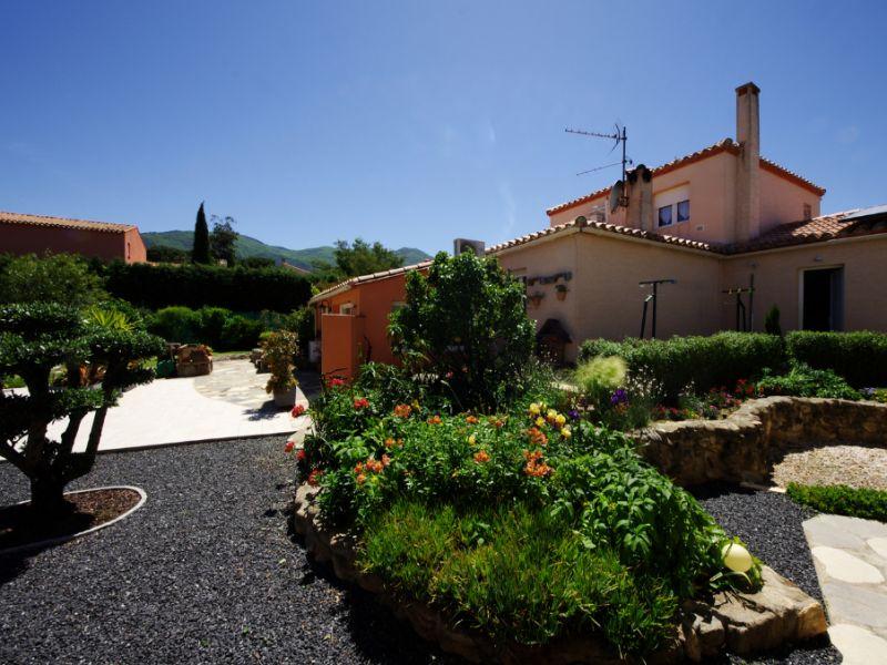 Sale house / villa Villelongue dels monts 567000€ - Picture 1