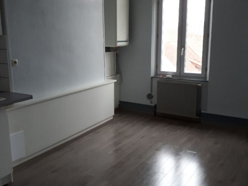 Location appartement Saint quentin 390€ CC - Photo 2