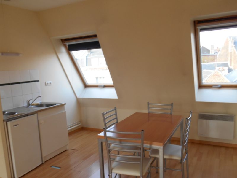 Rental apartment Saint quentin 398€ CC - Picture 2