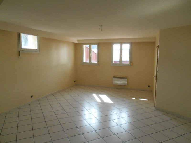 Location appartement Saint quentin 625€ CC - Photo 2