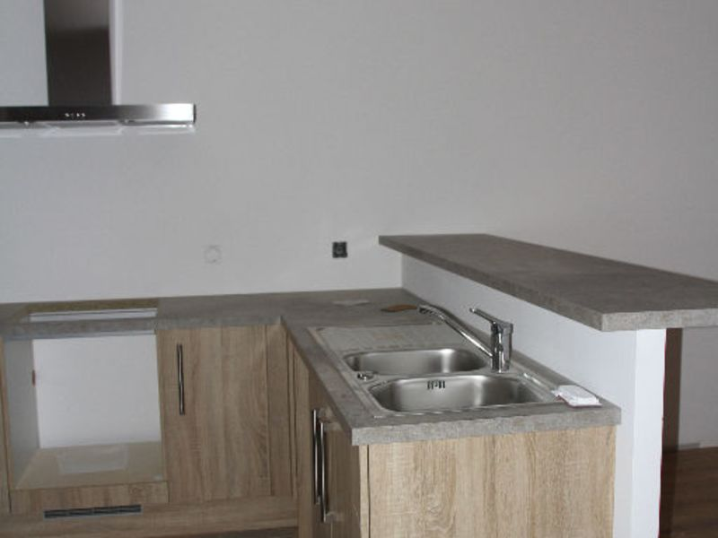 Rental apartment Saint quentin 930€ CC - Picture 3